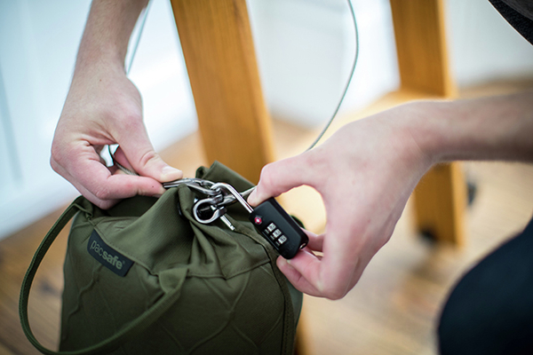 Praktyczny prezent pod choinkę – postaw na bezpieczne gadżety