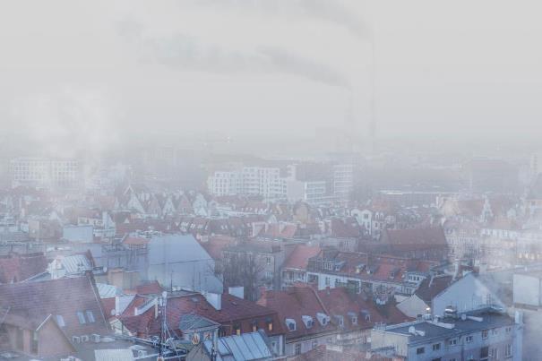 Polacy wiedzą o smogu coraz więcej i popierają programy wymiany pieców