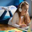 Ubrania i przybory szkolne? Już nie – Polacy stawiają na tech-wyprawki szkolne
